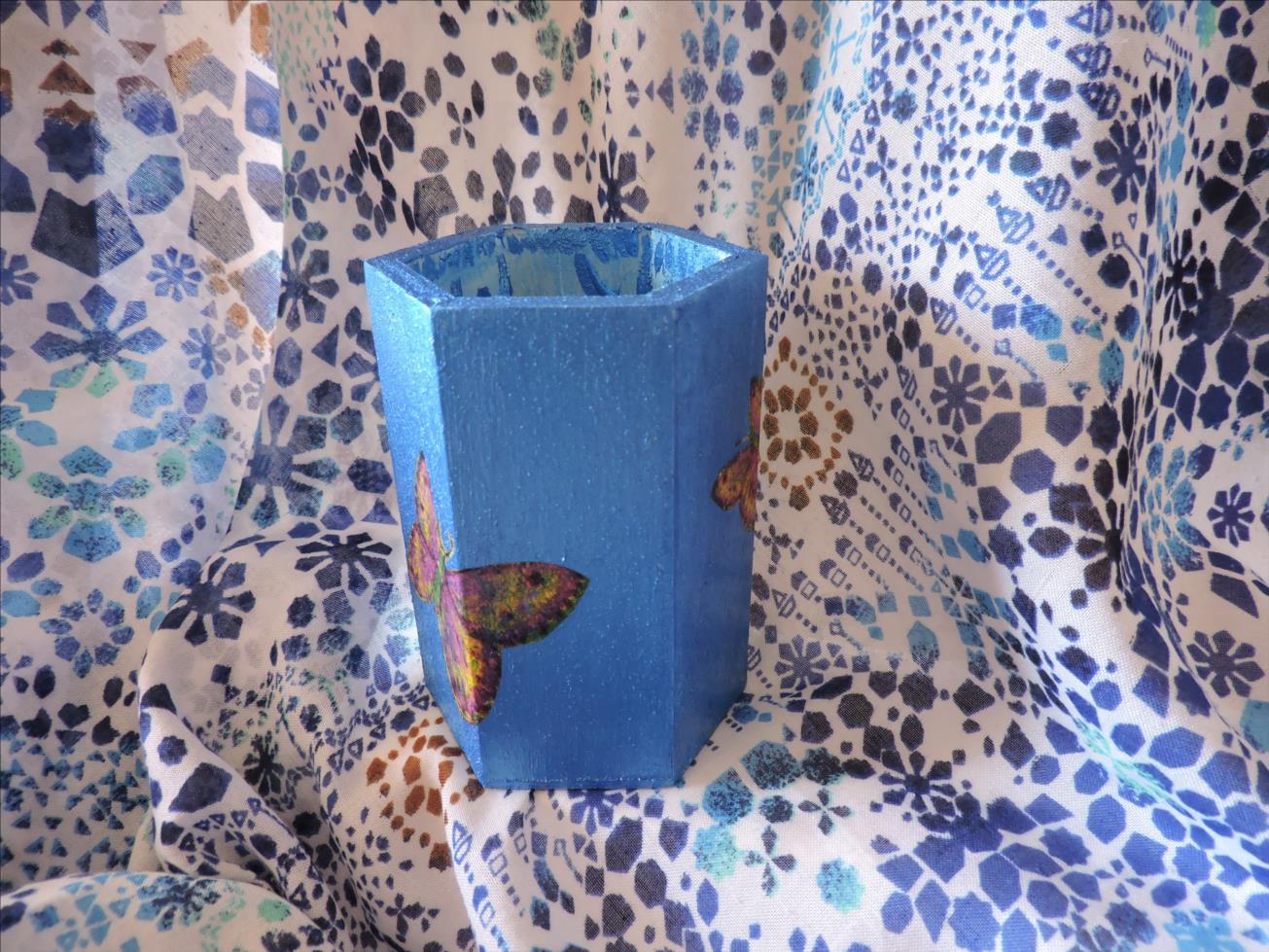 POTS à CRAYONS BLEU (papillons)  bois - Dim 10x6,5 DSCN3011